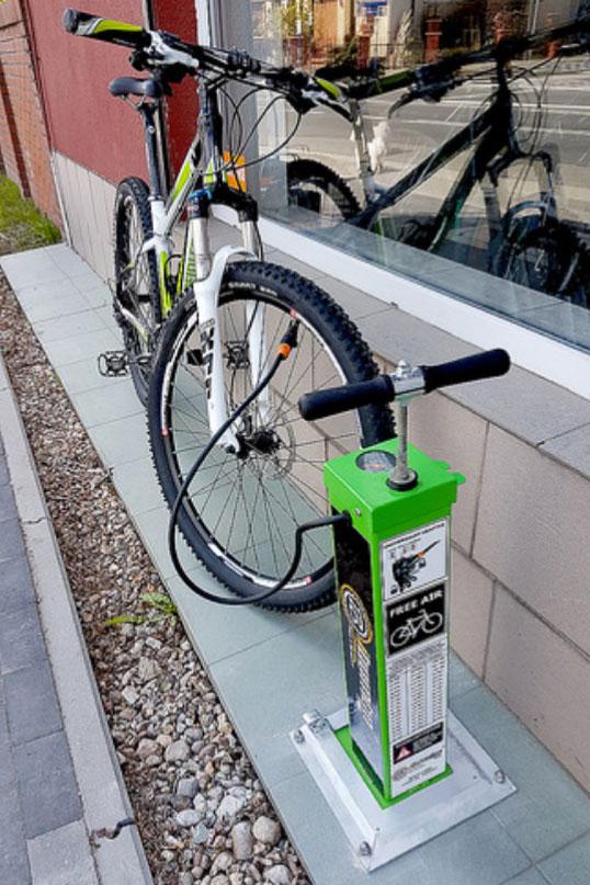 Estación de reparación de bicicletas Junior